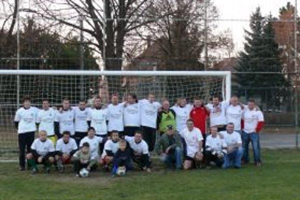 Futbalisti Čeľadiniec vyhrali jesennú časť v II. triede Topoľčany.