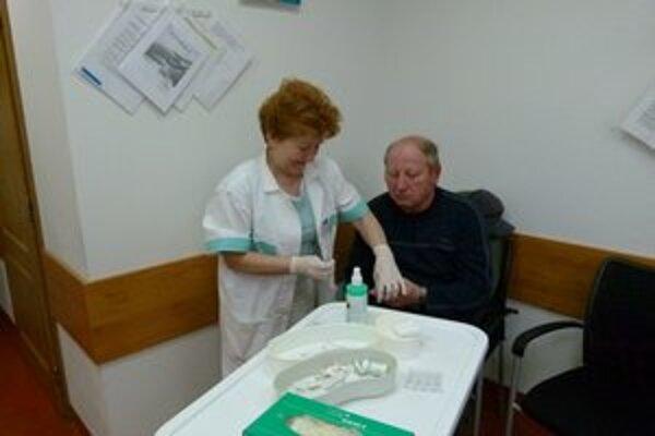 Sestričky zvládli vyšetriť každého pacienta za niekoľko minút.