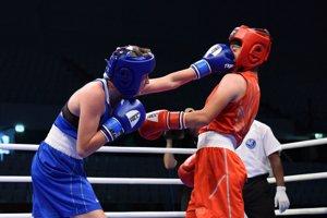 Jessica Triebeľová (v modrom) v prvom zápase porazila súperku z Číny.