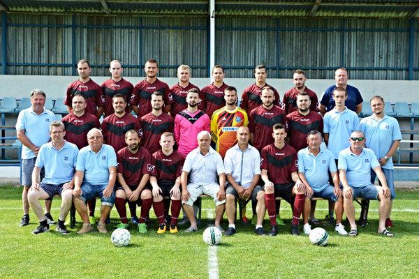 Futbalisti ŠK Rumanová, nováčik piatej ligy Stred, sa v nedeľu tešil z víťazstva 10:0.