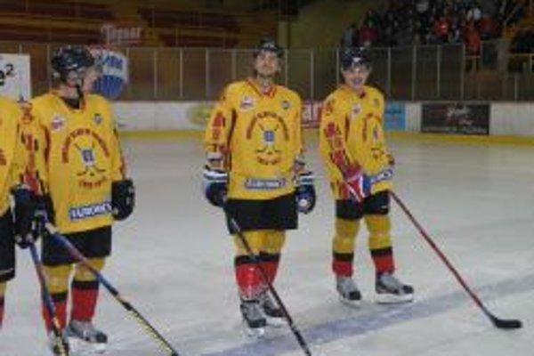 Topoľčianski hokejisti vyhrali vonku aj doma.