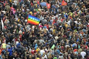 Na koncert proti pravicovému extrémizmu v Chemnitzi prišlo najmenej 65-tisíc ľudí.