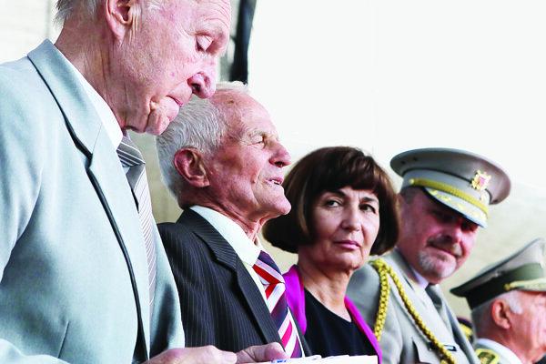 Medailu prevzal Radomír Žingor, syn partizánskeho veliteľa.