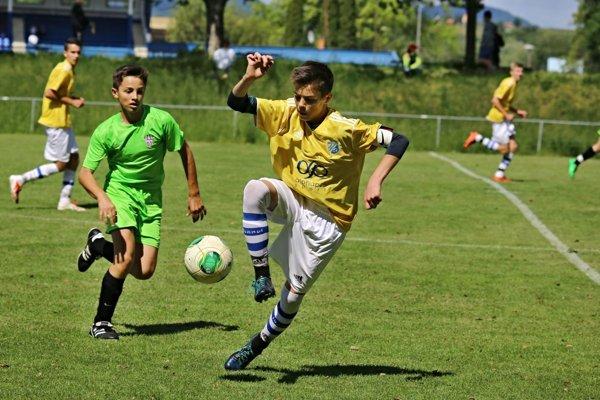 Mestské futbalové ihrisko budú zavlažovať dažďovou vodou.