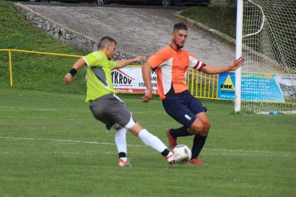 H. Poruba (v zelenom) nadelila nováčikovi z D. Marikovej sedem gólov.