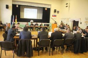 O tom, kto zasadne do mestských parlamentov, rozhodnú komunálne voľby v novembri.