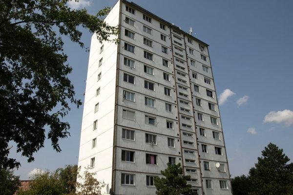 Problematická bytovka na Námestí republiky.