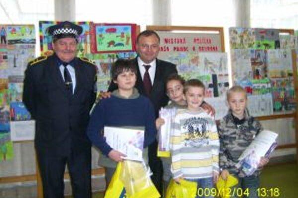 Najlepších výtvarníkov ocenil primátor a náčelník mestskej polície.