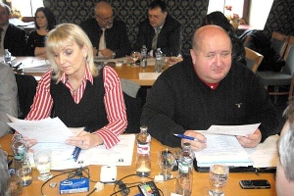 Konateľ klubu Peter Divinský na zasadnutí zastupiteľstva.