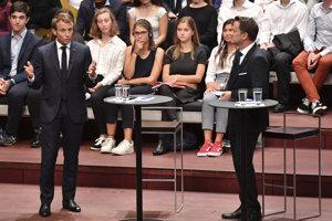 Francúzsky prezident Emmanuel Macron a luxemburský premiér Xavier Bettel.