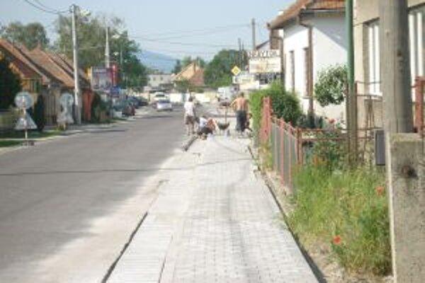 Nové chodníky budú mať 600 metrov.