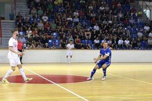 Úvodné kolo futsalovej extraligy si v Lučenci nenechalo ujsť 750 športových fanúšikov.