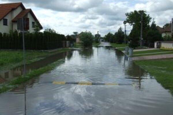 Takto vyzerali ulice v Práznovciach začiatkom júna.