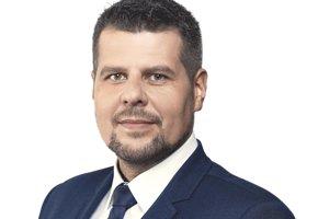 Peter Pipák kandiduje na primátora Humenného za SNS.