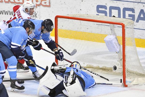 Momentka zo zápasu HC Slovan Bratislava - Lokomotiv Jaroslavľ.