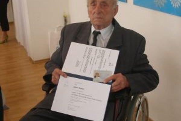 Ján Macko dostal preukaz veterána protikomunistického odboja.