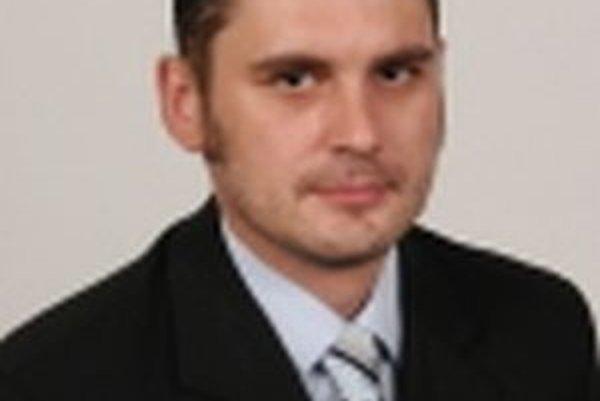 Topoľčiansky mestský poslance Peter Bačík (31)podľa polície pravdepodobne spáchal samovraždu.