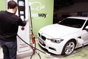 Dva nové elektromobily pribudnú aj na oravských cestách.