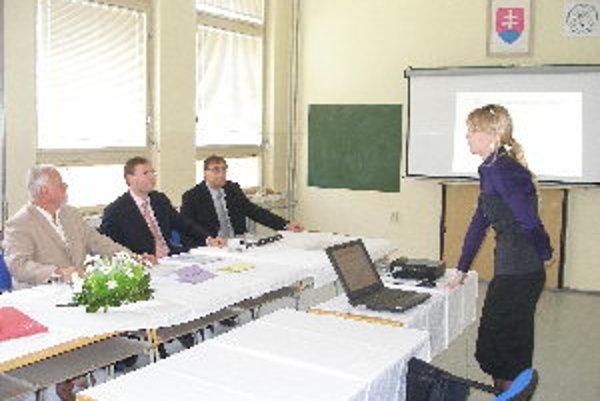Obhajoby bakalárskych prác a štátnice prebiehali v Partizánskom tri dni.