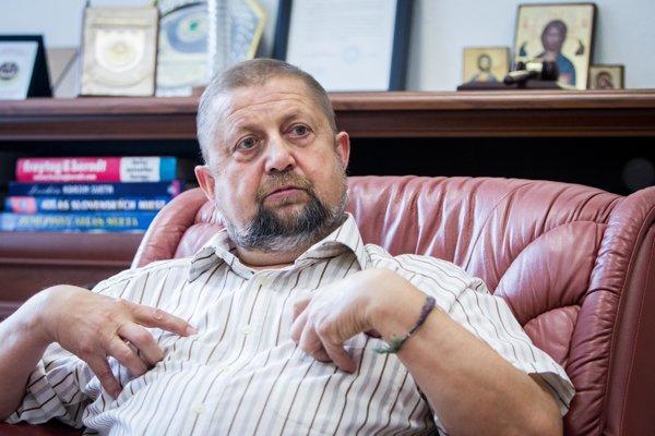 Bývalý minister spravodlivosti za HZDS Štefan Harabin si v prezidentskom súboji konkuruje so šéfom extrémistickej ĽSNS Mariánom Kotlebom.