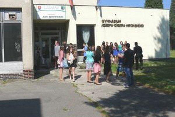 Budúci školský rok sa pre gymnazistov ešte nič nemení, naďalej budú chodiť do súčasnej budovy školy.