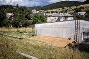 Vznikajúci záhradný amfiteáter.