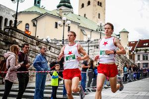 Polmaratón odštartuje na Hlinkovom námestí.