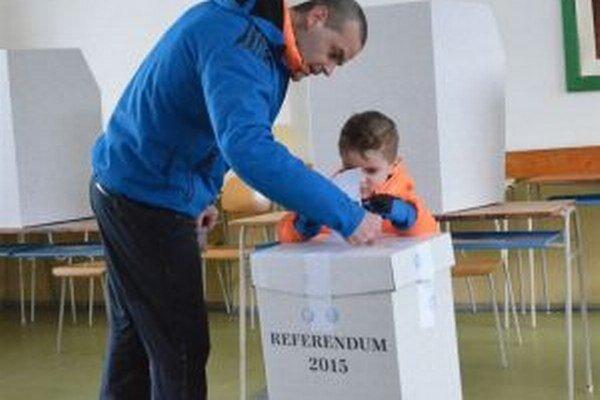Hlasovanie v okrsku č. 4 na martinskej Ľadovni.