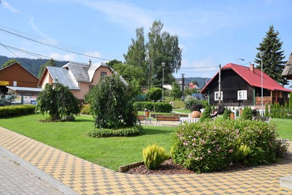 Námestie v obci Vysoká nad Kysucou.