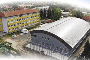 Nová športová hala je v blízkosti  základnej školy.
