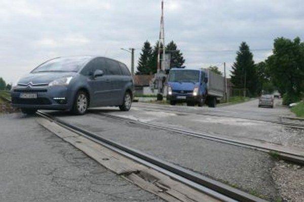 Železničné priecestie už má svoje roky.