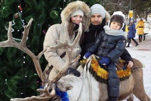 Rastislav Špirko s manželkou Miškou a synčekom Adamom.