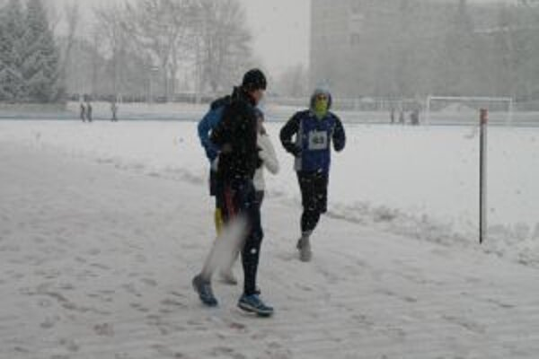 Dubnické preteky sprevádzalo husté sneženie.