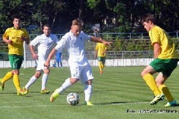 Radoslav Ďanovský (v bielom drese) sa postaral o úvodný gól Martina.