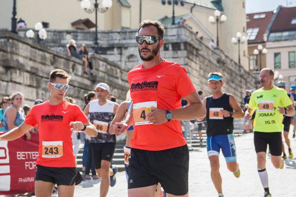 Počet bežcov na štvrtom ročníku Žilinského mestského polmaratónu takmer dosiahol päťstovku.