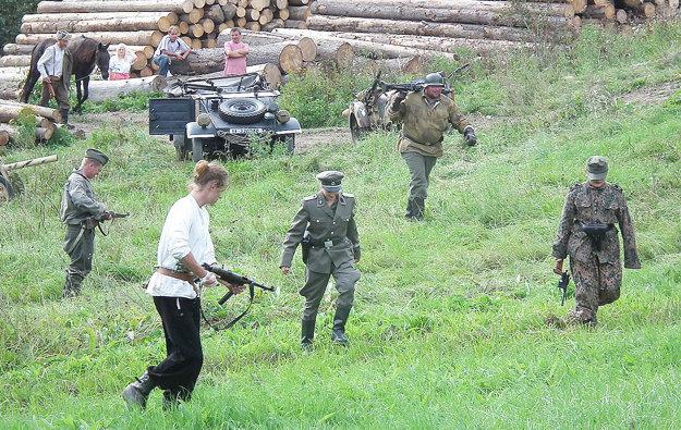 Ukážky bojov počas druhej svetovej vojny pod Hálečkovou.