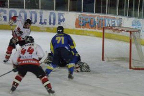 Štěpán (č. 44) dal úvodný gól Pov. Bystrice v Trebišove.