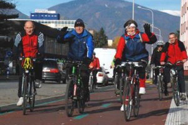 Po slávnostnom otvorení si niektorí Turčania cyklotrasu hneď vyskúšali.
