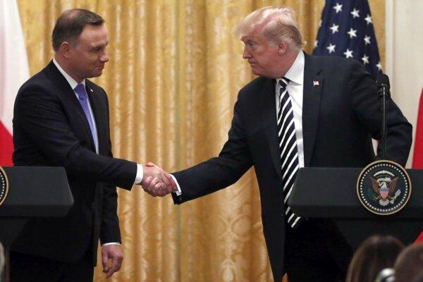 Prezident USA Donald Trump (vpravo) a poľský prezident Andrzej Duda.