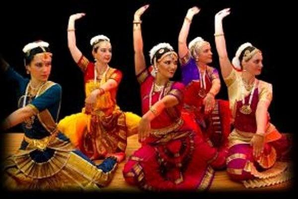Indický tanec zaujal aj dievčatá z Ulice Ambra Pietra.