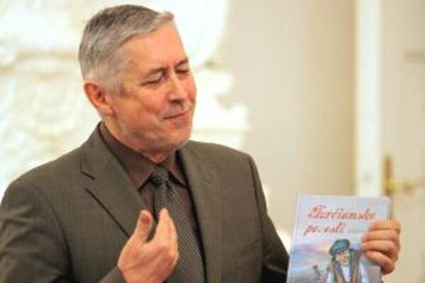 Autor knihy so svojimi povesťami.