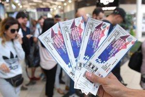 Fanúšikovia si už môžu kupovať lístky na hokej.