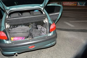 Ukradnuté veci mali naložené v aute.