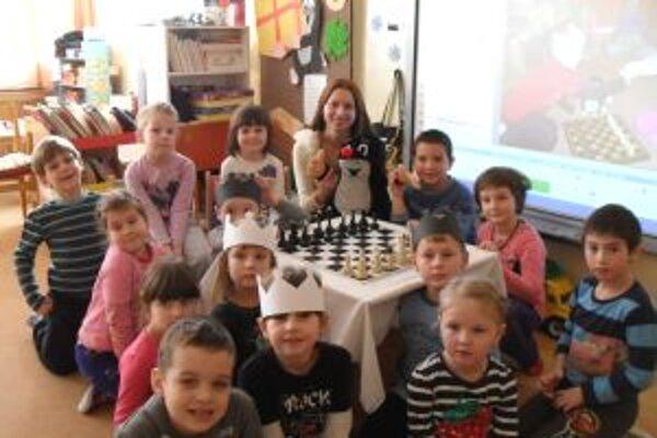 Malí šachisti si hru veľmi obľúbili.