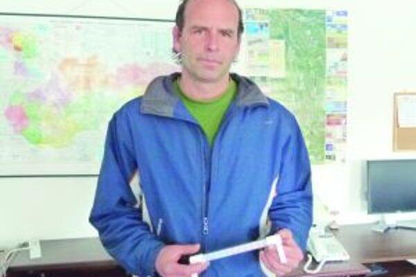 Róbert Tomčík meriava vonkajšiu teplotu pravidelne.