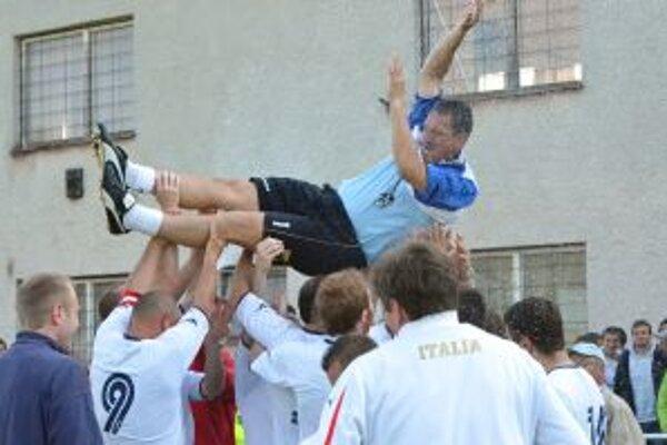 Po zápase s Krpeľanmi sa už v Diviakoch mohlo oslavovať.