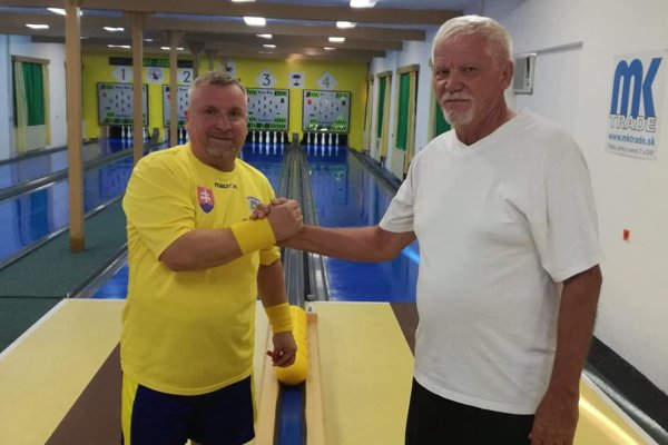 Ladislav Flachbart (vľavo) a tréner maďarskej reprezentácie Tibor Juhász Tibor hrajúci v Rimavskej Sobote.