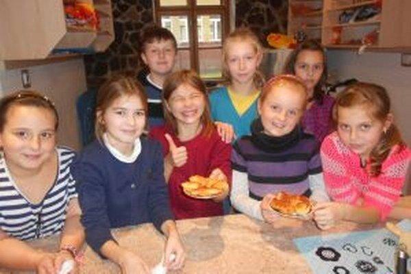 Deťom medzinárodná kuchyňa veľmi chutí.