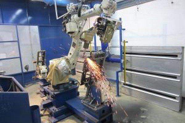 Robotizované brúsenie odstráni z výrobku nedokonalosti.