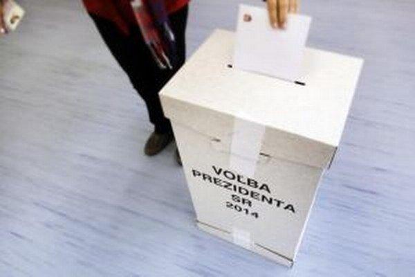 O siedmej hodine sa otvorili volebné miestnosti.
